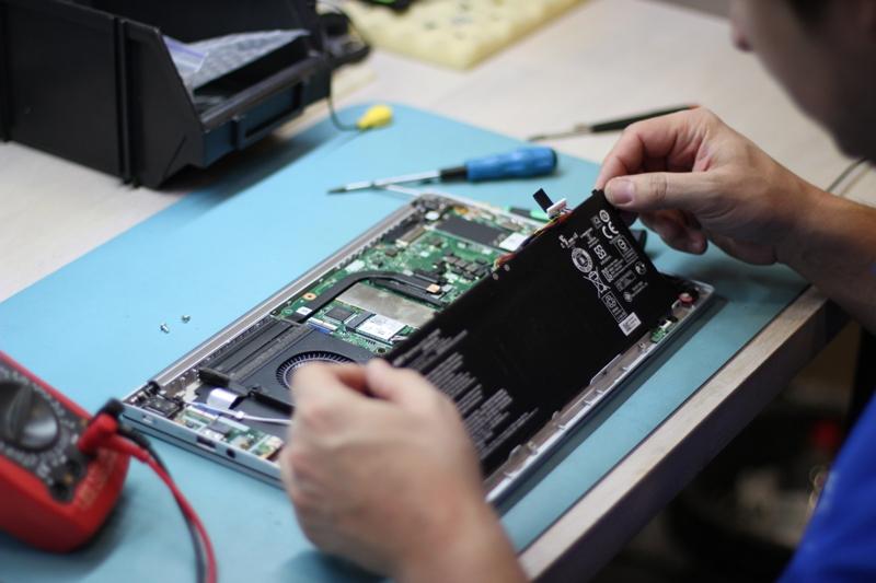 Ремонт и замена батареи ноутбука по лучшей цене в Киеве | OneService